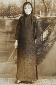 民国时期老照片——幸福的旗袍孕妈妈(银盐照片)(红影照相)(上海斜桥口徐家汇路)(小一张)
