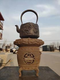 清代鐵制茶爐一套,鐵壺雕有花開富貴。全品能正常使用,
