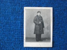 老照片:棉军装、手持红宝书军人照