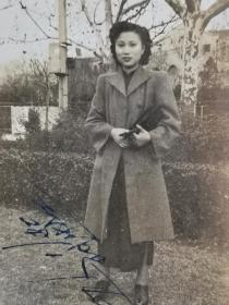 民国大衣美女照片