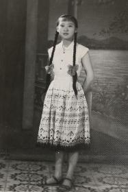 (60年代)1962年老照片——单纯灵动的大辫子姑娘