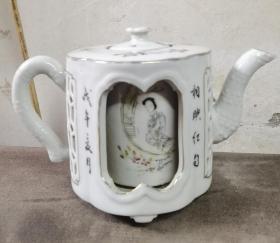 清末民初瓷绘名家唐子桢双层缕空粉彩人面桃花美人壶