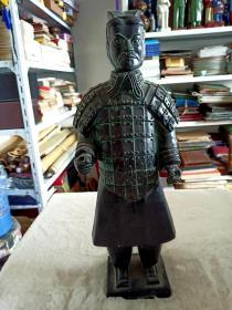 兵马俑一件(近代复制品,陶制)宽约15厘米,高约40厘米,重约1900克,品如图,作为家庭摆件挺不错