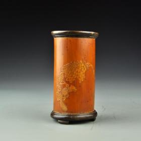 竹雕松鼠葡萄筆筒
