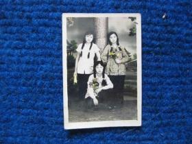 老照片:三姐妹,很漂亮(50年代)