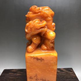 珍品  寿山石田黄石,雕刻子母古兽闲章