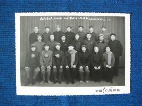 1975年太原公共汽车公司欢送某某等三人应征入伍留念
