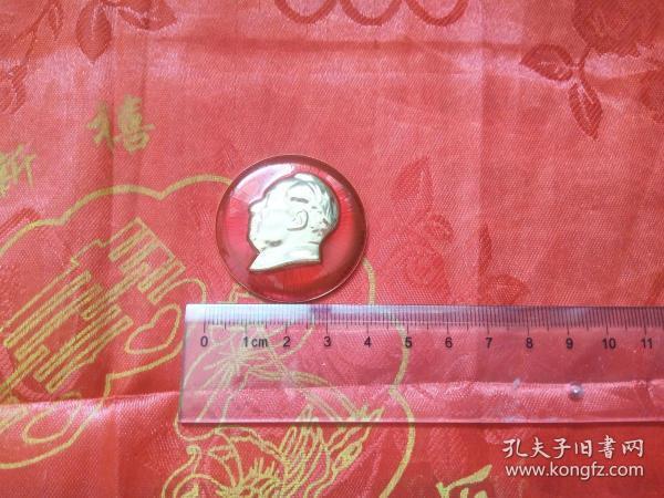 背面帶有永遠忠于毛主席的毛主席像章