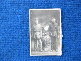 老照片:解放战争时期军装双人照
