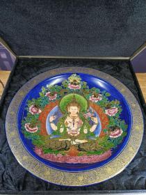 雍正年制掐金丝纯手绘唐卡佛像赏盘,器形端庄优美、画工精美、线条流畅、色彩搭配均匀,品相一流。