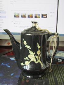 铜山黑秞梅花瓷执壶