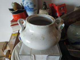 民国德化窑堆塑耳单色釉白瓷香炉,完好无损。