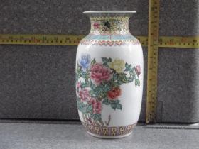 出口创汇期精品:景德镇艺术瓷厂制  手绘西莲边角牡丹冬瓜瓶