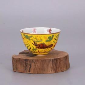 黃地魚紋茶杯