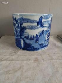乡下旧藏清代中期康熙时期的双蓝圈款识,康熙时期特有康熙蓝青花发色,画山水人物刀削底带有多年使用痕迹老包桨的完整卷缸文房类老瓷器
