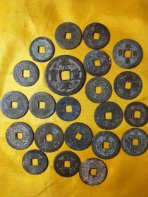 22个老铜制钱,全部完整,全部保老,全部保真,其中一个崇宁重宝,康熙通宝二个,乾隆通宝9个,嘉庆通宝5个,道光通宝3个,一个光绪通宝私铸钱,一个宋钱,升值空间大。