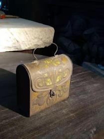下鄉老貨民國時期鐵制模印花繪畫小首飾提盒,型制渲染西洋風格,頗有小資情調,保存完整,老漆皮,年久滄桑!