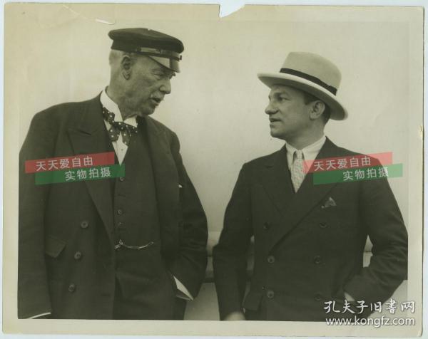 民國早期茶葉大亨湯姆斯立頓和友人的合影老照片。