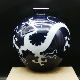 蓝釉白龙纹石榴尊