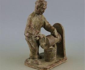越窑青釉古人打水雕塑瓷18533