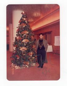 华语乐坛天皇巨星 谭咏麟 1990年亲笔签名照 附老照片一组