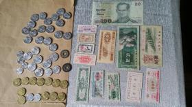 芜湖市1982年粮票 上海1960江苏1966山东1965湖北1976和其它纸制品均10元/张。2001和2002兰花94梅花均5元/枚,95和97梅花2元/枚。可以广州华师地铁站当面,还有很多其它有趣的东西,参见我的其它卖品