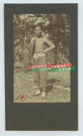 清代1900年代庚子事变时期北京驯养鹰鹞的年轻人老照片