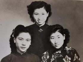 民国旗袍三美女合影照片