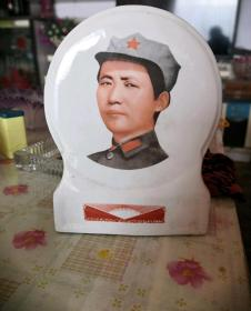 文革瓷主席像章摆件21662