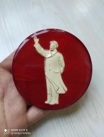 文革时期:有机玻璃毛主席全身站像招手夜光大像章
