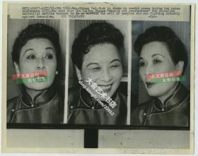 1958年蒋介石夫人宋美龄丰富的表情三种,联合通讯社新闻传真老照片一张