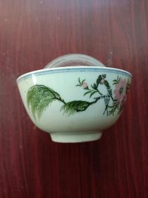 瓷器,瓷碗,茶碗一只。手绘釉下彩。图片:翠柳春燕,桃花盛开,寓意:春意盎然,焕发出勃勃生机!象征吉祥如意。详情见图。