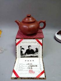 早些年收藏的一把名人顾景舟三足六方老紫砂壶   .