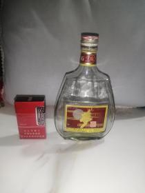 95年梦酒老酒瓶(玻璃,铝盖子,高21,长12,宽5厘米,瓶身无磕碰,铝盖子,一斤装,52度,四川宜宾红楼梦酒厂出品,95年5月出品)