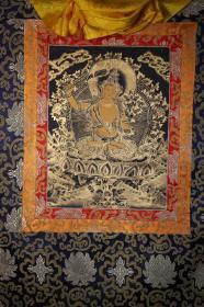 西藏寺院收 藏传佛教文殊菩萨佛像唐卡 高僧大德纯手工绘画 天然矿物颜料纯手绘文殊菩萨佛像唐卡 缎面精装裱,带外框长85厘米 宽65厘米 画心长38厘米 宽28厘米