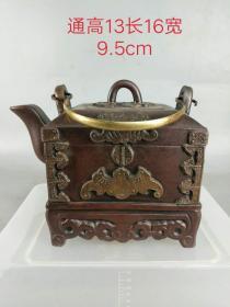 官箱型紫砂壺,品相如圖,包槳老辣,出水流暢,保存完好。