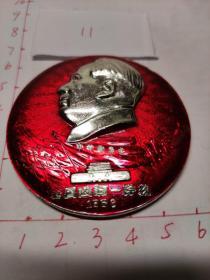 像章毛主席像(正面天安门城楼红旗飘飘革命委员会  全国山河一片红  1968)