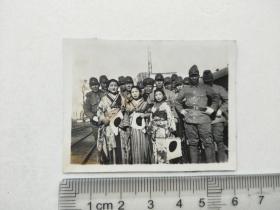 来自侵华日军联队在山东省,山西省,河北省相册,此为其中1张,是否是济南车站,有女是否是慰安妇