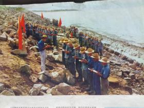 画报散页:出海前集体学习红宝书 毛主席著作