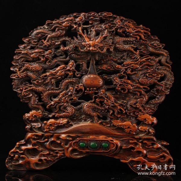 純手工大師精工雕刻鑲嵌寶石黃楊木九龍屏風  重3000克    高38.5厘米  寬39厘米                       ——10月20日