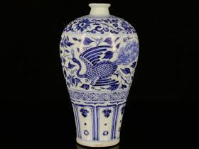 元青花孔雀戏牡丹纹梅瓶