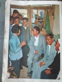 画报散页:一九六五年周总理和李先念访问大寨大队陈永贵陪同