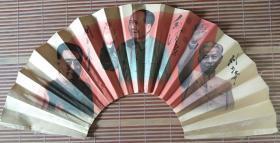 扇子(正面 :毛泽东刘少奇周恩来在一起,背面 :毛泽东书法——沁园春)