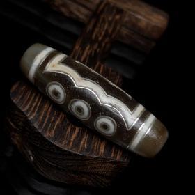 旧藏  包浆老料搓银五眼天珠   尺寸  4.5×1.4厘米