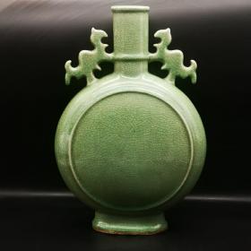 龙泉窑开片抱月瓶