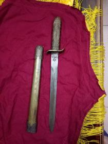 中华民国军政部 黄埔军官学校第一期毕业-军官佩剑 孙中山赠  铜质佩剑,总长41厘米,剑刃宽2.5厘米。实物如图。