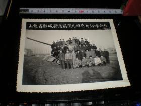 坦克兵----合影---大照片11    山东省郯城县首届民兵坦克兵---训练合影;   好多人在坦克车上,非常漂亮,  大尺寸.