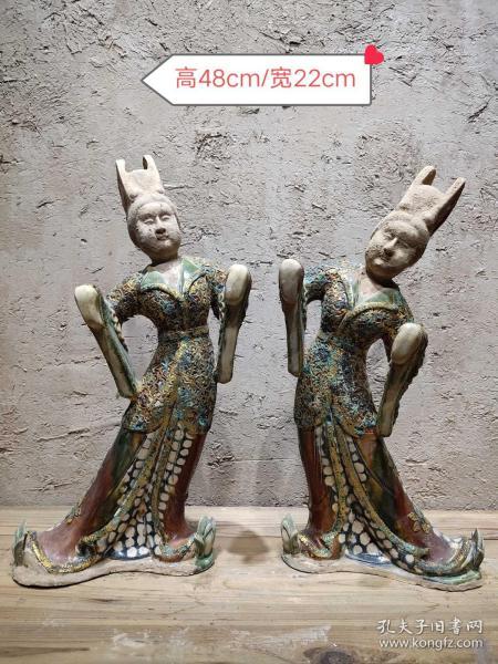 唐三彩包金人一對,雕刻細致,釉色瑩潤,品相完整,成色如圖