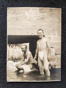 """【极少见】抗日战争时期 日本人身穿""""兜裆布""""老照片一件   (尺寸:10.5*7.6cm)"""