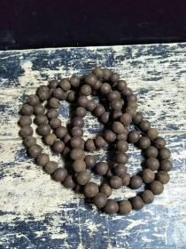 清代  老沉香佛珠。2.0大珠子,108颗,总长达2米。保存完整,无坏珠,香味浓郁,难得的极品。
